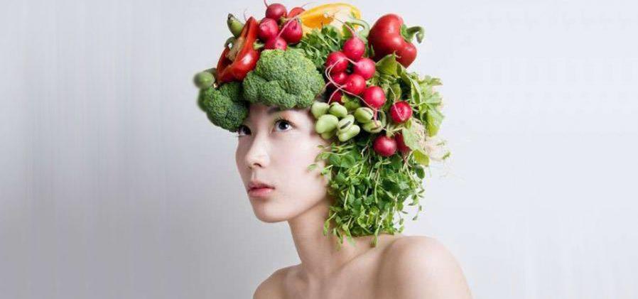 Een kapsel gemaakt van groente